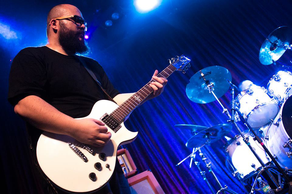 doze_guitarra_um
