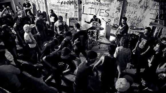 hippies_not_dead_np